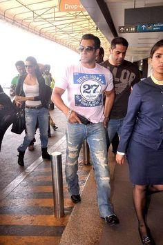 Bollywood - Bhai ab toh nayi jeans khareed lo