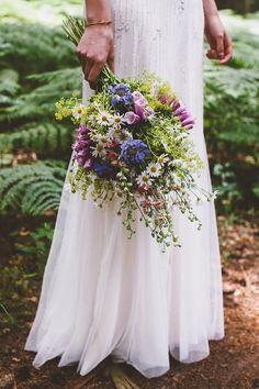 Country Wedding Flowers, Boho Wedding Bouquet, Bridal Bouquet Fall, Country Wedding Decorations, Bride Flowers, Country Wedding Dresses, Bride Bouquets, Bridesmaid Bouquet, Wild Flowers