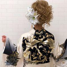 【公式】滋賀 振袖 レンタル/biwa桜 OFFICIALはInstagramを利用しています:「『2020年新春振袖ご試着会』好評開催中👘✨  絞り、友禅、辻ヶ花、金彩加工など他にはない古典振袖や、中村りさ着用のモデル振袖、今大人気のレトロ振袖、白黒金彩がかっこいいモード振袖、ピンク系が可愛いラブリー振袖などなど、なんと展示数県下最大1,200点以上🤩❣️   更…」 Ruffle Blouse, Photo And Video, Pink, Hair, Women, Fashion, Whoville Hair, Moda, Fashion Styles
