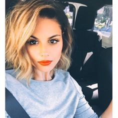 """Today with @piatoscano  #texturedbob created using a @whitneymarieuk 1inch wand,  @robertramosprod texture paste & styling spray #hair"""