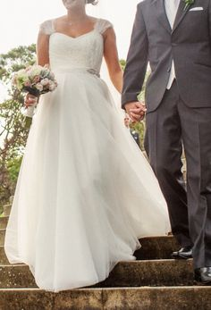 ba601e81eb0ea Karen Willis Holmes Custom Made Wedding Dress On Sale - 73% Off