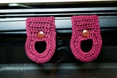 Free Pattern: Dish Towel Hangers | theninjaherself ~ These are so neat, different from the old pattern I have.