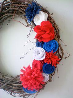 Memorial Day wreath, felt flower wreath, holiday wreath, grapevine wreath. #Vocalpoint #MemorialDay