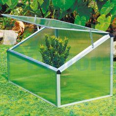 В мини-теплице парнике JXX-50021 создан специальный микроклимат для выращивания растений. Многие садоводы используют подобные теплицы для выращивания клубники, огурцов и перца. Отличный урожай в мини-теплице гарантирован 4мм поликарбонатной панели. Благодаря которой будущий урожай получает много света, защищен от резких перепадов температур, заморозков. Поликарбонат - это легкий материал, который не боятся высокой температуры и не поддерживают горения, с легкостью выдерживает град и снег.