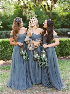 Οι γάμοι που είχαν αναβληθεί το 2020 επιτέλους θα πραγματοποιηθούν. Αν δεν έχεις βρει τι να φορέσεις συνέχισε να διαβάζεις! Simple Bridesmaid Bouquets, Fall Bridesmaid Dresses, Blue Bridesmaids, Wedding Bridesmaids, Wedding Gowns, Fall Dresses, Halloween Bridesmaid Dress, Purple Bouquets, Pink Bouquet