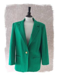 You'll be St. Patrick's Day Parade ready in this Kelly Green Pure Wool Blazer Jacket Holiday Womens Size 10