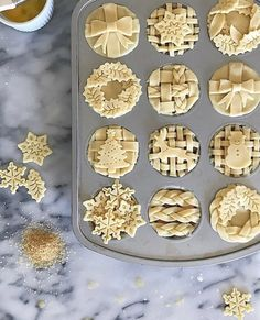Mini Pies Tips & Tricks Baking season is upon us, and since I get lots of questions about my pies, I figured I would share my tried and true tips and tricks (try saying that 5 times fast) 😳 on baking pies. All of these ti… Mini Desserts, Christmas Desserts, Just Desserts, Dessert Recipes, Christmas Pies, Holiday Pies, Halloween Desserts, Plated Desserts, White Christmas