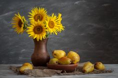 Bouquet of sunflowers and pears - null