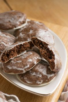 The best soft gingerbread - beware of addiction! - Simply Malene - Soft gingerbread with chocolate, very easy - Fish Recipes, Cake Recipes, Grilled Sweet Potatoes, Salad With Sweet Potato, Cinnamon Cream Cheeses, Pumpkin Spice Cupcakes, Vegetarian Breakfast, Fall Desserts, Ice Cream Recipes