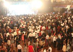 O maior baile SUD do Brasil já começou a vender os ingressos! Saiba mais em: http://mormonsud.net/artigos/vida-mormon/jovens-adultos-solteiros/ingressos-para-o-baile-do-juventus-ja-estao-disponiveis/