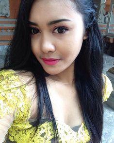 😇😇 Women With Beautiful Legs, Beautiful Girl Image, Beautiful Hijab, Beautiful Asian Girls, Simply Beautiful, Bali Girls, Saree Photoshoot, Bali Fashion, Indonesian Girls