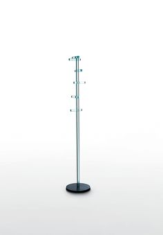 TELEGRAFO design Piero Lissoni | Coat stand with great lightness and formal accuracy. The stem is achieved by gluing square bars of 24 x 24 mm. thick transparent glass fixed by means of a joint system to a base made of very thick raw iron. Despite the extreme thinness of the sections, the crystal glass has a high load resistance thanks to a special tempering treatment.
