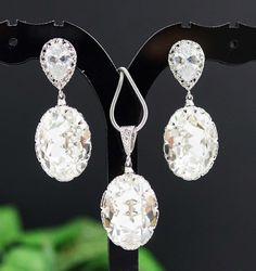 This elegant set comes with clear white Swarovski Crystal Tear Drops Earrings and Necklace.    Earrings is made of NICKEL FREE rhodium plated