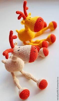 Лосик (слингоигрушка). Лосик - станет прекрасной развивающей игрушкой для вашего малыша. Это не просто игрушка, но и погремушка (гречка, колокольчики). В ножки Лосика вставлены неокрашенные можжевеловые бусины, которые малыш сможет <em>как вязать игрушки для слингобусы</em> грызть, и…