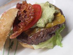 California Burger mit Avocado-Mayonnaise, ein schönes Rezept aus der Kategorie Snacks und kleine Gerichte. Bewertungen: 21. Durchschnitt: Ø 4,3.