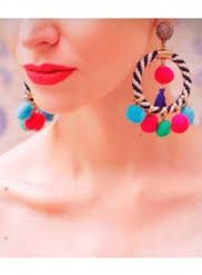 En este post verás aretes de pompones que son una tendencia muy fuerte esta primavera-verano, no podrás resistirte a los diseños.