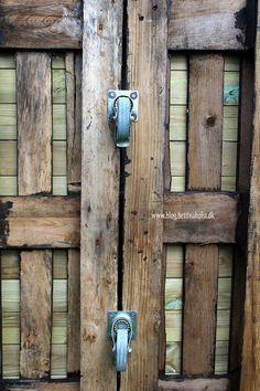 Lav dit eget shelter på hjul - Bettina Holst Blog Backyard For Kids, Wood Watch, Shelter, Door Handles, Diy And Crafts, Projects To Try, Blog, Outdoor, Home Decor