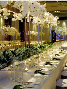 Remember what I said about centerpieces too high - well, this is the exception. Because they also have a centerpiece level at the bottom, and another way at the top, it creates more of a ceiling rather than either being too far up to see or right in the action.
