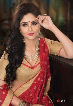 Get Unique wedding lenghas,choli from famous Lahenga house in Varanasi Beautiful Girl In India, Beautiful Blonde Girl, Beautiful Girl Image, Most Beautiful Indian Actress, Beautiful Saree, Cute Beauty, Beauty Full Girl, Beauty Women, Indian Photoshoot