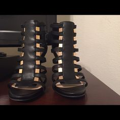 Black & Gold Cage Jessica Simpson shoes Black and gold with gold zipper in the back. Elastic stretch on first two rows for those with wide feet. True to size!! Nice to dress down or up. Never worn out the house. Jessica Simpson Shoes Heels