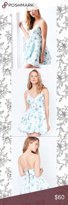 UO Blue Floral Skater Dress Urban Outfitters • NWT • size 6 • blue floral skater dress • zippered closure on back • bundle to save 💰• happy shopping! Urban Outfitters Dresses