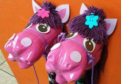 Brinquedos Reciclados: 33 Ideias com Garrafa Pet Fáceis de Fazer Reuse Plastic Bottles, Plastic Bottle Flowers, Plastic Bottle Crafts, Recycled Bottles, Vbs Crafts, Diy And Crafts, Arts And Crafts, Recycled Toys, Recycled Crafts