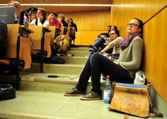 Hörsaal in Tübingen (Archivbild): Rein rechnerisch sind längst nicht alle Studienplätze besetzt - nicht einmal in den besonders begehrten NC-Fächern. http://www.spiegel.de/unispiegel/studium/bild-1015720-680854.html