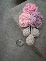 Ravelry: Flower brooch pattern by emmhouse