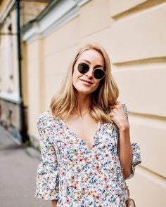 Relaxed & easy summer dress with beautiful floral print and the cutest bell sleeves - Anna Pauliina, Arctic Vanilla blog.