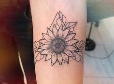 Different Types Of Small Flower Tattoos Sunflower Tattoo Shoulder, Sunflower Tattoo Small, Sunflower Tattoos, Sunflower Tattoo Design, Dream Tattoos, Badass Tattoos, Cute Tattoos, Body Art Tattoos, Sleeve Tattoos