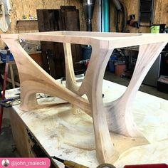 """164 次赞、 6 条评论 - Katie Freeman Furnishings (@freemanfurnishings) 在 Instagram 发布:""""Sticking with the inspiration of curvy waves, love the curves in the base of this table posted by…"""""""