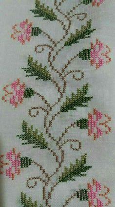 Puntocroce Easy Cross, Simple Cross Stitch, Cross Stitch Bird, Cross Stitch Flowers, Cross Stitching, Cross Stitch Patterns, Cross Stitch Borders, Cross Stitch Designs, Filet Crochet
