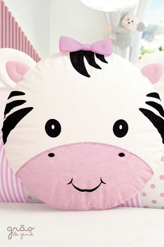Sweat decorative object for kids room Cute Pillows, Baby Pillows, Kids Pillows, Animal Pillows, Quilt Baby, Pochette Diy, Sewing Crafts, Sewing Projects, Diy Bebe