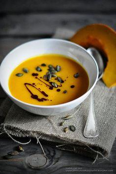 Pikantna zupa dyniowa.