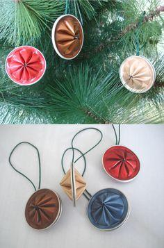Adornos con forma de rueda para el árbol de Navidad, hecho con cápsulas de nespresso. Wheel Tree decorations, made with nespresso capsules.