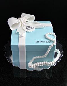Tiffany & Co. Fondant Box Cake D'Amour et de Sucre Pâtisserie à Montréal https://m.facebook.com/pages/DAmour-et-de-Sucre-Pâtisserie/202521159772862?id=202521159772862&_rdr
