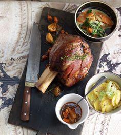 Kalbshaxe mit Kartoffelsalat und Sommergemüse - Rezepte - [LIVING AT HOME]
