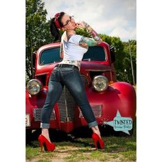 Hot Rods and Pin Ups. A huge collection of thousands of images of hotrods, hot rodding, drags, gassers, etc. From the most important early days to modern kustoms and street rods. Rockabilly Pin Up, Rockabilly Fashion, Retro Fashion, Rockabilly Tattoos, Pin Up Auto, Pin Up Car, Hot Rods, Pin Up Girls, Hot Girls