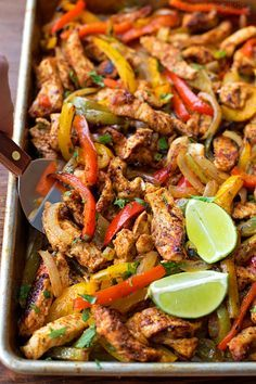 These easy, flavorful, sheet pan chicken fajitas are sure to become a favorite! They're oven-roasted to perfection! These easy, flavorful, sheet pan chicken fajitas are sure to become a favorite! They're oven-roasted to perfection and oh-so delicious! Clean Eating Recipes, Cooking Recipes, Healthy Recipes, Keto Recipes, Clean Eating Diet, Simple Recipes, Delicious Recipes, Healthy Snacks, Plats Healthy