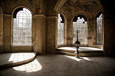 Schossberger Castle Abandoned Jewel of Tura Abandoned Buildings, Abandoned Castles, Abandoned Mansions, Old Buildings, Abandoned Places, Budapest, Chateau Medieval, Famous Castles, Fantasy Castle