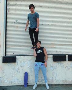 Imagem de boys, grayson dolan, and ethan dolan