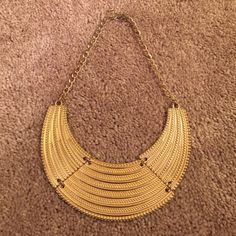 Forever 21 Necklace Gold Statement Necklace in great condition. Forever 21 Jewelry Necklaces