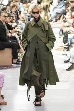 Grey Fashion, Fashion Photo, Autumn Fashion, Fashion Design, Fashion Week, Runway Fashion, Fashion Outfits, Womens Fashion, Balmain