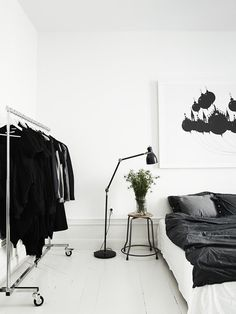Lotta-Agaton-Pia-Ulin-Stockholm-home-interior-Scandinavian-style-white-black-bed-room
