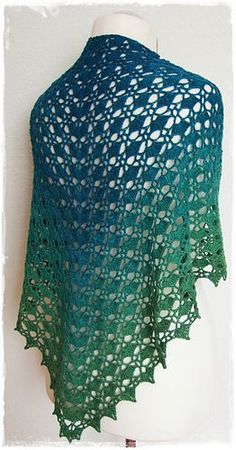 Fantastica - free German crochet shawl pattern by Katrin Klaffenböck. There's a chart on page 2 of the pdf. ༺✿ƬⱤღ  https://www.pinterest.com/teretegui/✿༻