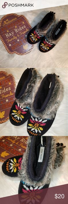 Steve Madden Moccasin slippers Tribal style ankle moccasin slippers.  Black with Gray fur on ankle.  Size: 7-8 Steve Madden Shoes Moccasins