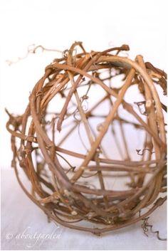 DIY: ball of grape-vine