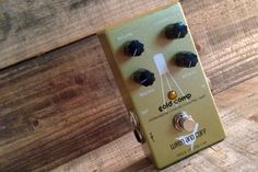 The Gold Comp by@ wrenandcuff can go from a barely noticeable compression sitting inside of a cozy Germanium pre-amp, all the way to total old-school dirty squash with the twist of a couple knobs. And no matter what, the Gold Comp will always add a subtle sweetness to your tone. Pull back on the compression, attack, and release, and you'll have a fantastic pre-amp/boost similar to our own Phat Phuk. Check out the Gold Comp at RogueGuitarShop.com and pick one up for $244.99!  #knowyourtone…