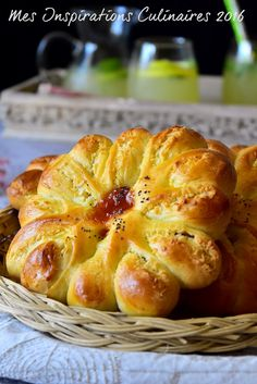 petits pains moelleux coco Plats Ramadan, Beignets, Ramadan Recipes, Pie Cake, Home Baking, Croissant, Bagel, Scones, Apple Pie