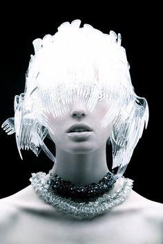 クールでエレガント。プラスチィックの素材感を全く感じさせないファッションフォトシリーズ「Plastic Fantastic」